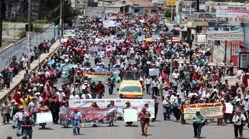 guatemala-marcha-de-ataudes-por2.jpg