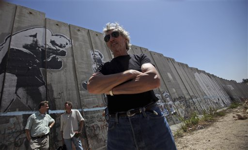 Roger-Waters-Gaza-Wall-01-We-Shall-Overcome.jpg
