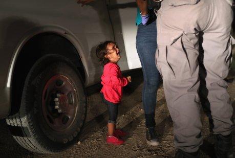 undocumented_immigrants_children_migrant_john_moore_03.jpg
