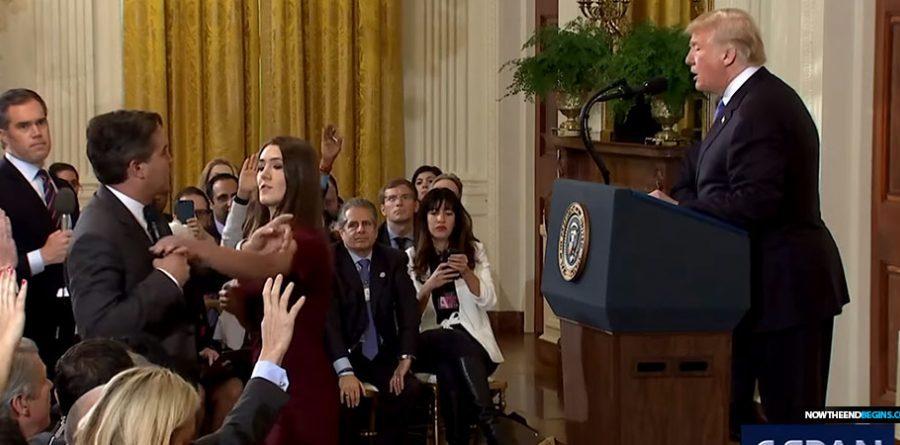 acosta-fake-news-cnn-battles-president-trump-grabs-mic-933x445.jpg