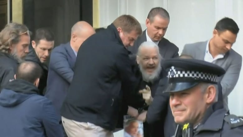 julian-assange-arrest-london-ecuador-embassy.jpg