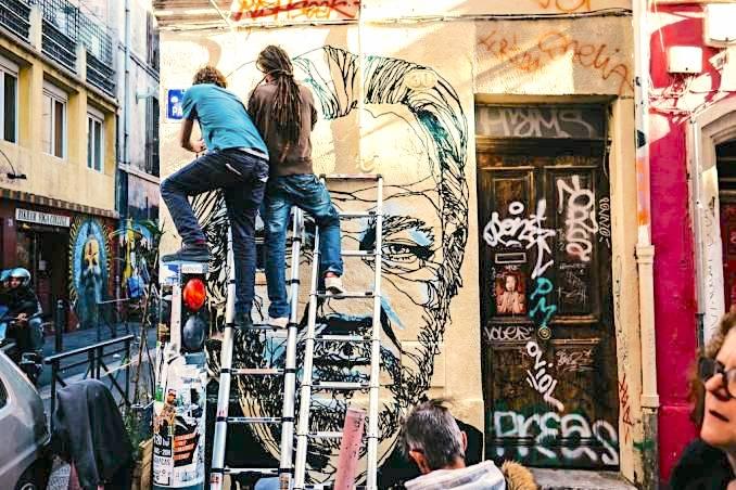 mahn-kloix-street-art-julian-assange-marseille_2-678x452.jpg